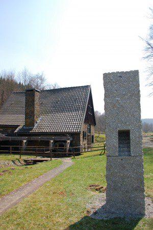 Wendener Hütte mit Skulptur